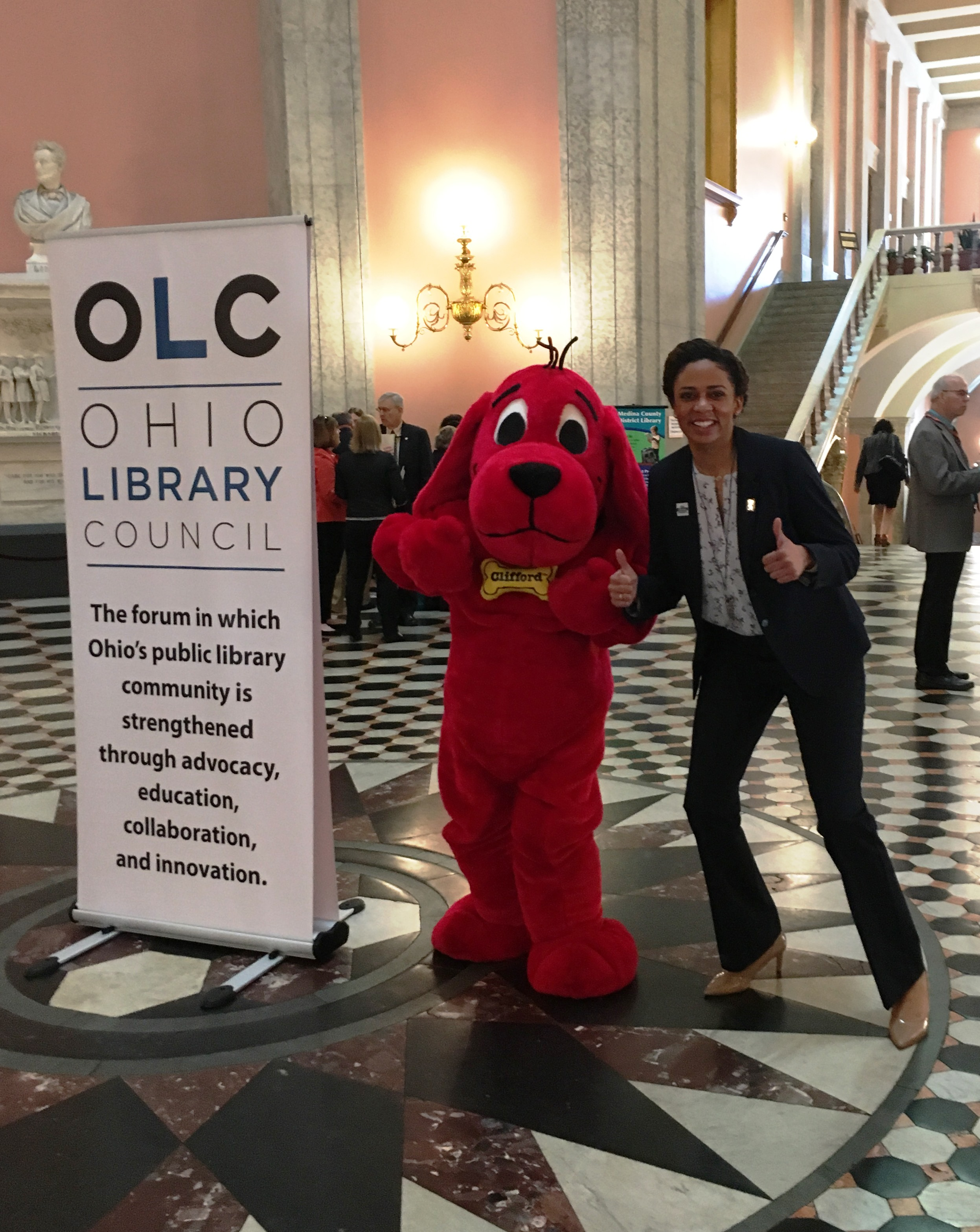Statehouse photo with Clifford