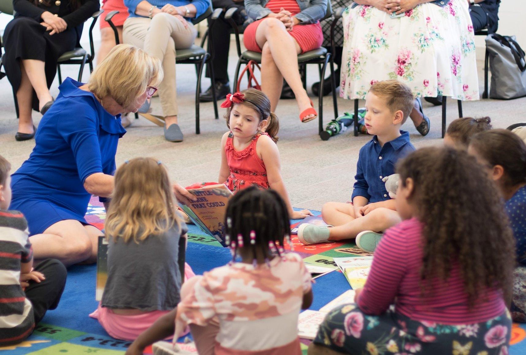 DeWine reading with kids